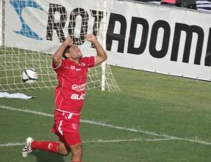 Atacante Schwenck, CRB (Foto: Viviane Leão/Globoesporte.com)