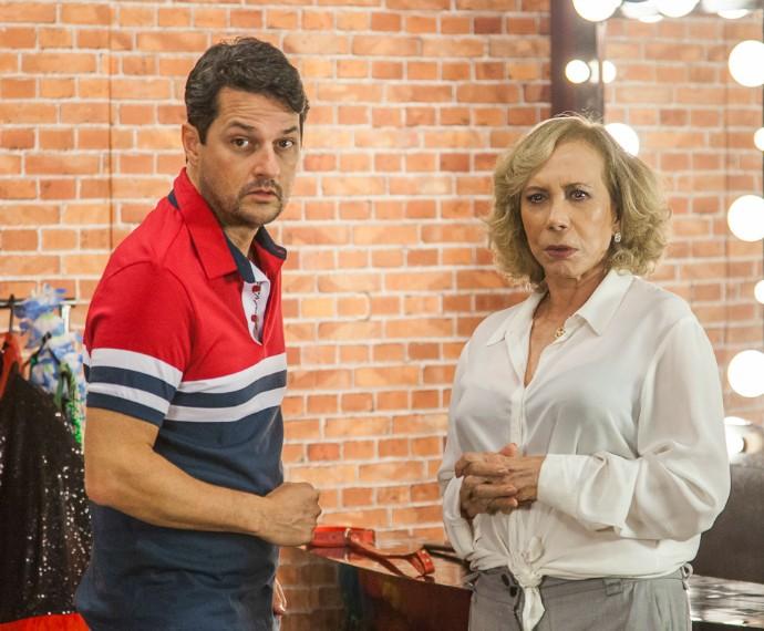 Marcelo Serrado e Arlete Salles gravam chamada para o Tomara que Caia (Foto: Artur Meninea/Gshow)