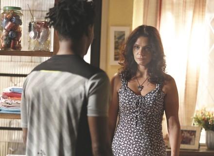 Rosângela descobre que Jonatas será solto