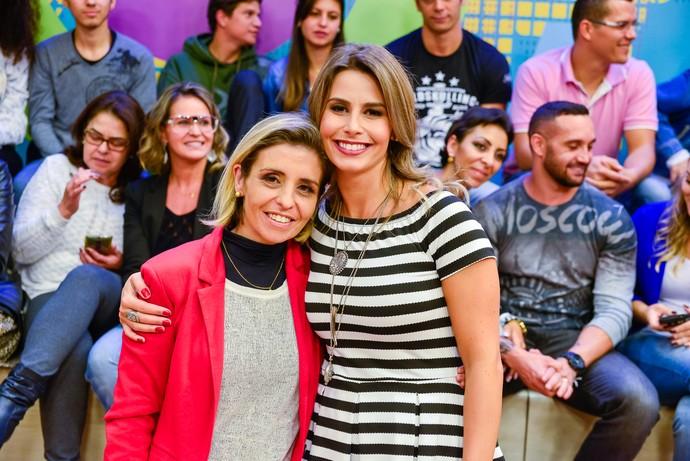 Daiane Fardin e mamãe Ana Paula, homenageada no Estúdio C especial de Dia das Mães (Foto: Priscilla Fiedler/RPC)