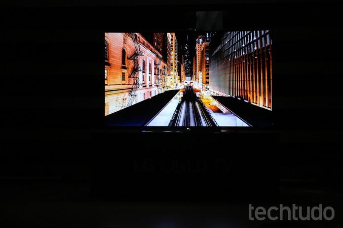 TV OLED 4K da LG lançada na CES 2015 (Foto: Fabrício Vitorino/TechTudo)
