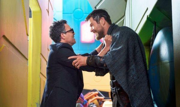 Mark Ruffalo e Chris Hemsworth na brodagem (Foto: divulgação)