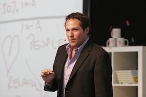"""O consultor e palestrante Stephen M. Shapiro, autor de """"Não Elogie o Funcionário Por Fazer Bem o Seu Trabalho"""" (Foto: Reprodução Internet)"""