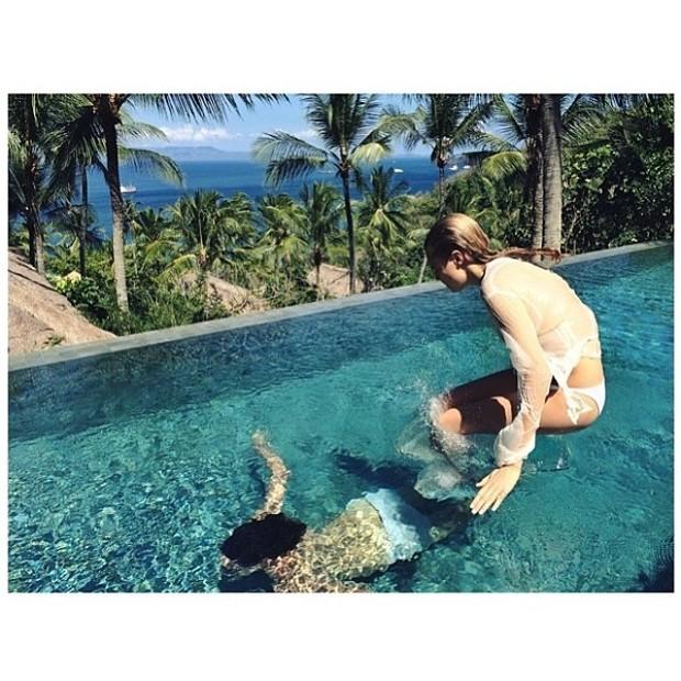 Cara Delevingne com o amigo Sebastian Faena em Bali, na Indonésia (Foto: Instagram/ Reprodução)