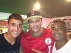 Bambam posa com Romário e Romarinho