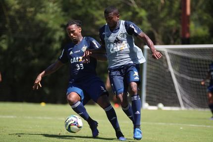 Marcelo Cirino e Rafael Vaz treino Flamengo (Foto: Gilvan de Souza/Flamengo)