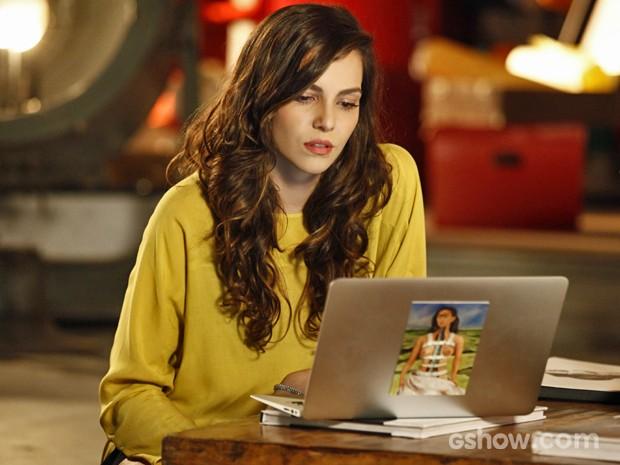Marina se emociona com notícias de Clara (Foto: Inácio Moraes/ TV Globo)