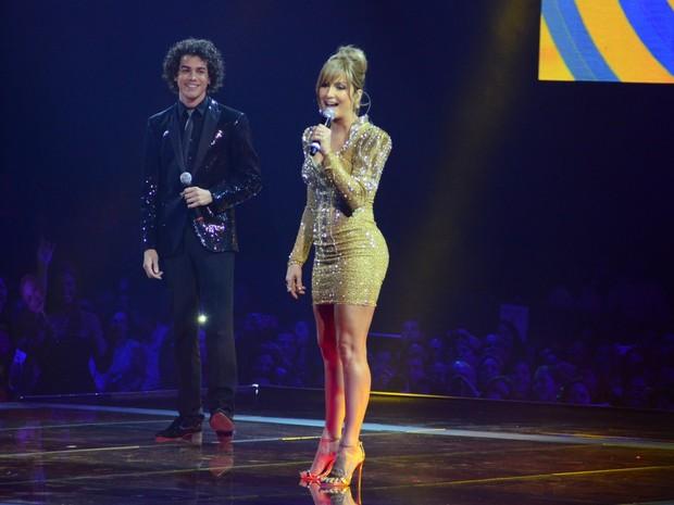Claudia Leitte canta com Sam Alves na final do 'The Voice Brasil', no Rio (Foto: Roberto Teixeira/ EGO)