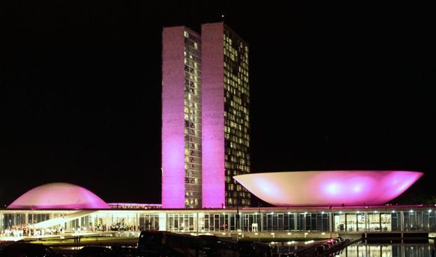 Congresso ganha iluminação especial em homenagem ao Outubro Rosa, campanha de combate ao câncer de mama (Foto: Viola Junior/Ag.Câmara)
