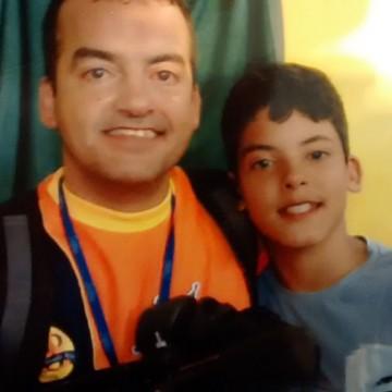 Cesinha posa para foto ao  lado do filho (Foto: Arquivo Pessoal)