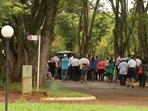 Enterro aconteceu nesta sexta-feira (20), no Cemitério Bom Pastor (Foto: Reprodução/ EPTV)