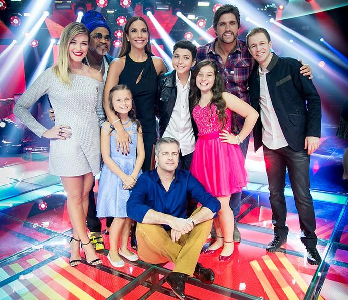Ivete Sangalo, Victor & Leo, Brown, Tiago Leifert e Kika Martinez com os finalistas do programa (Foto: Isabella Pinheiro / Gshow)