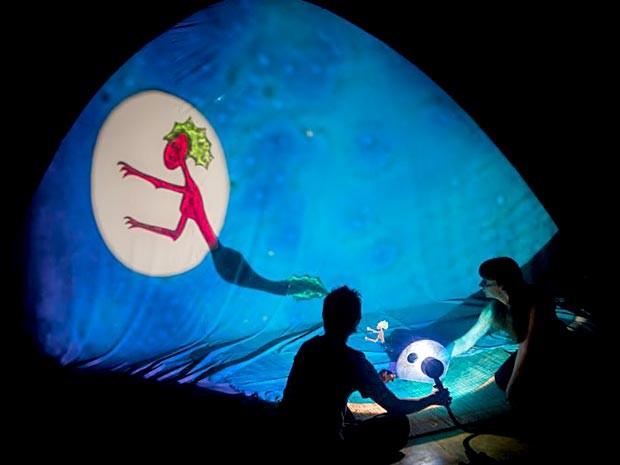 """Cena de """"Iara - O Encanto das águas"""", em cartaz no festival Cena Contemporânea, em Brasília (Foto: Diego Bresani/Divulgação)"""
