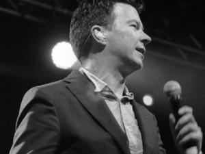 Rick Astley (Foto: Divulgação/Facebook/Página do artista)