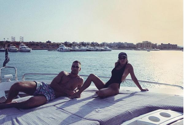 A socialite Kourtney Kardashian com o namorado (Foto: Instagram)