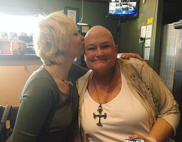 Paris Jackson e Debbie Rowe (Foto: Reprodução)