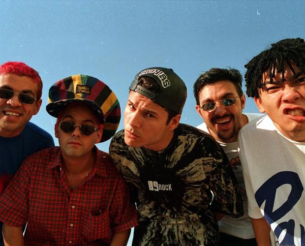 A banda Mamonas Assassinas era conhecida pela irreverência e o estilo debochado (Foto: TV Globo)