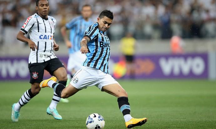 Corinthians x Grêmio, Elias e Dudu (Foto: Friedemann Vogel / Getty Images)