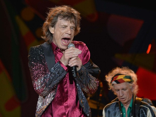 Mick Jagger canta durante show dos Rolling Stones nesta sexta-feira (25) no Ciudad Deportiva em Havana (Foto: YAMIL LAGE / AFP)