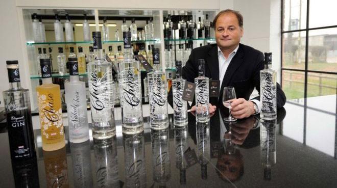 A vodka de William Chase agora é vendida no mundo todo  (Foto: BBC)