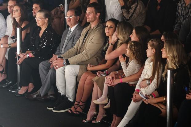 Tom Brady e Pai e mãe e irmãs de Gisele Bündchen (Foto: Manuela Scarpa, Marcos Ribas e Amauri Nehn/Photo Rio News  )
