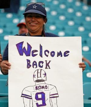 Tony Romo retorna Dallas Cowboys cartaz torcedor NFL (Foto: Getty Images)
