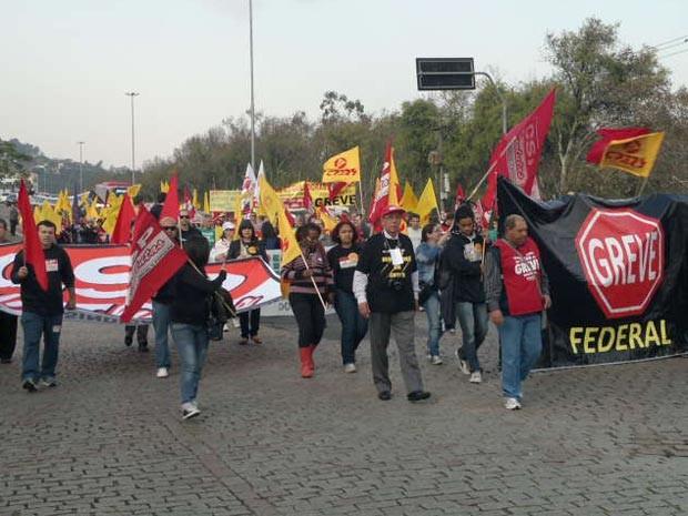 Protesto de servidores públicos federais em Porto Alegre (Foto: Luiz Carlos Garcia/RBS TV)