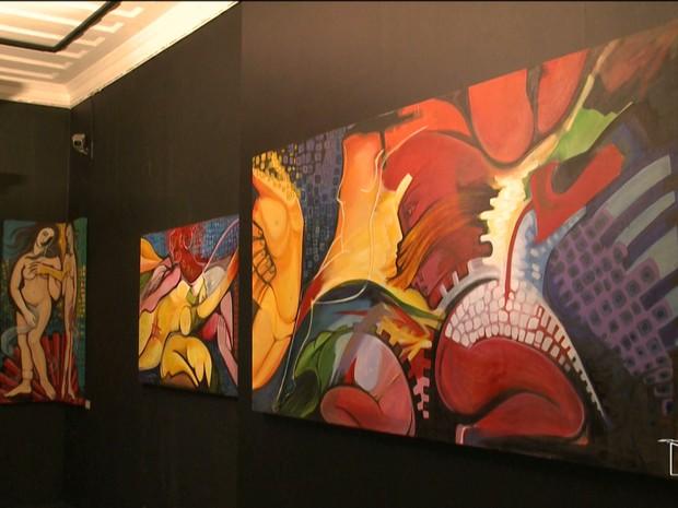 Obras representam a sensualidade e a valorização da mulher com pinturas desconstruídas (Foto: Reprodução/TV Mirante)