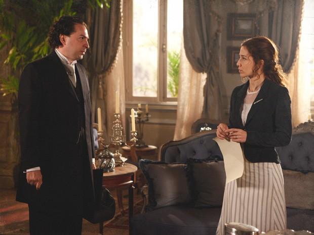 Laura e seu advogado, que cuida do divórcio (Foto: Lado a Lado/TV Globo)