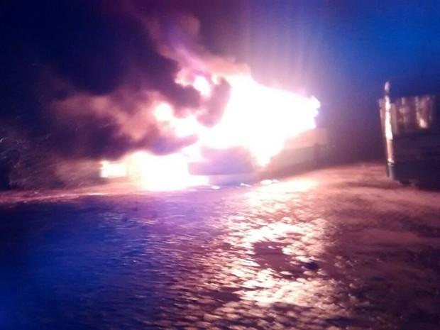 Ônibus foram incendiados em garagem de empresa de Araguaína  (Foto: Divulgação/Internauta G1)