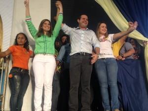 Aline Gurgel e Bruno MIneiro em convenção de candidatura (Foto: John Pacheco/G1)