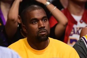 Kanye West em jogo de basquete em Los Angeles, nos Estados Unidos (Foto: Harry How/ Getty Images/ AFP)
