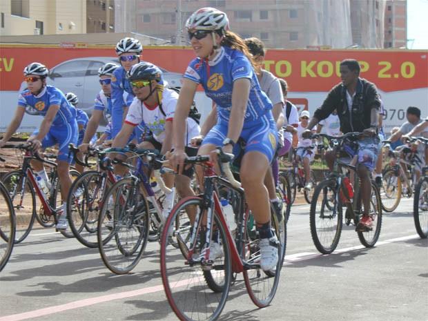 A ciclista Gimena Stocco participa de passeio em Ribeirão Preto (SP) (Foto: Clayton Castelani)