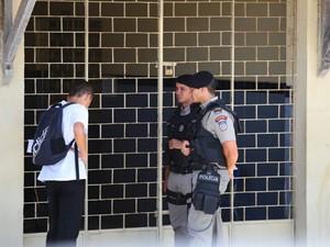 Em Maceió, o estudante João Vitor da Silva, 17, precisou voltar pra casa para buscar o RG, mas não voltou a tempo. (Foto: Jonathan Lins/G1)