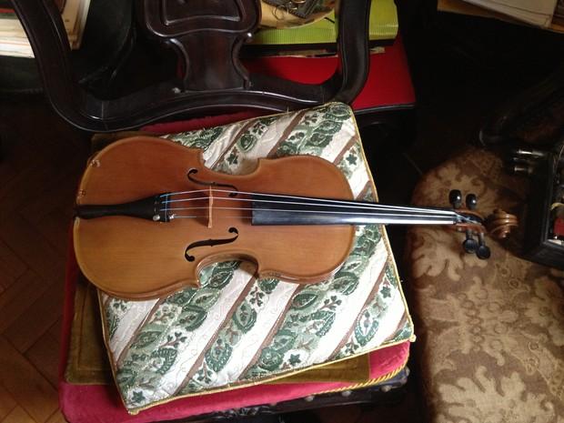 Violino, que seria da marca Stradivarius, foi negociado por R$ 3,5 milhões (Foto: Divulgação/PF)