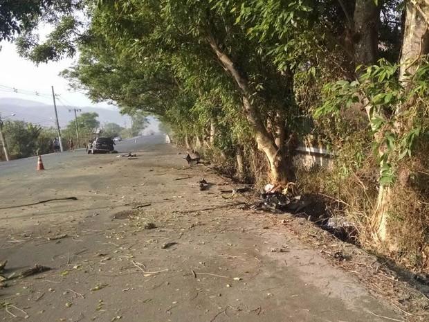 Veículo bateu em árvores às margens da RJ-145 (Foto: Arquivo Pessoal)