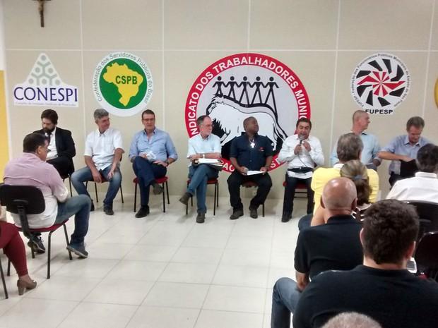 Candidatos à prefeitura de Piracicaba em encontro do Conespi (Foto: Vanderlei Zampaulo)