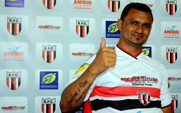 Otacílio Neto, atacante do Botafogo-SP (Foto: Cléber Akamine/ Globoesporte.com)