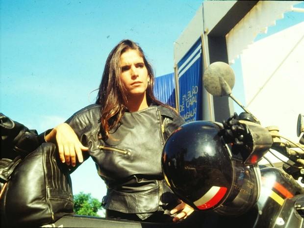 Cludia (Malu Mader) retorna para sua cidade natal em busca de vingana (Foto: Acervo Globo)