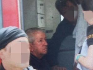 Prefeito de Catende passa mal após prisão e é atendido em ambulância (Foto: Bruno Fontes/TV Globo)