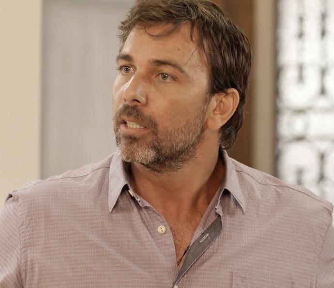 Felipe descobre segredo de Sirlene e César (Foto: TV Globo)