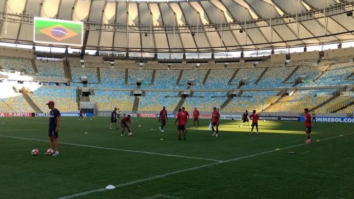 Atlético-PR treino Maracanã (Foto: Thiago Benevenutte)