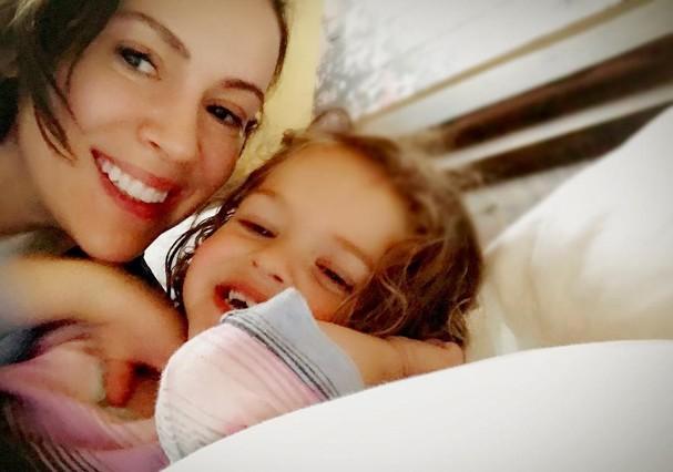 A atriz com sua filha Elizabella, de 2 aninhos (Foto: Reprodução Instagram)