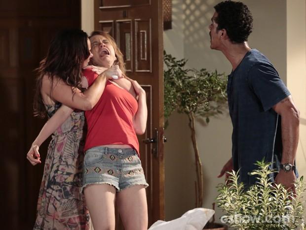 Jairo duvida e Juliana aperta ainda mais o pescoço de Janice (Foto: Felipe Monteiro / TV Globo)