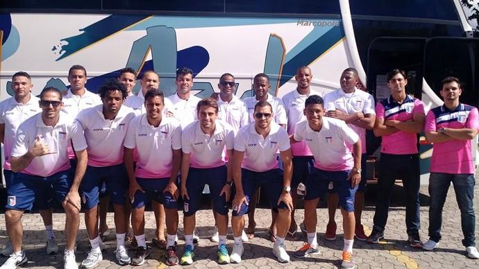 Jogadores do Espírito Santo posam para foto antes da viagem para o Rio de Janeiro (Foto: João Brito/Espírito Santo FC)