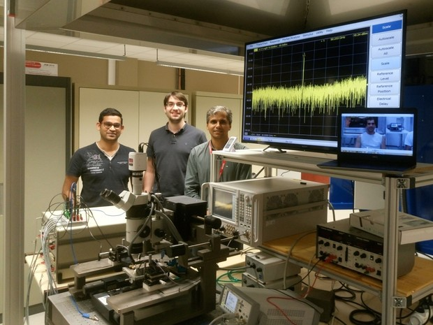 Pesquisadores e alunos do IFPB e UFPB em teste do oscilador na França. (Foto: Divulgação/RFWild)