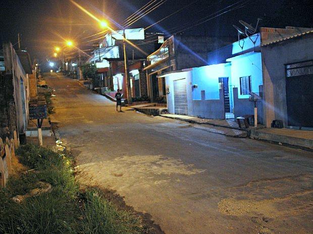 Homem morreu em rua do bairro Mutirão, em Manaus (Foto: Sérgio Rodrigues/G1 AM)
