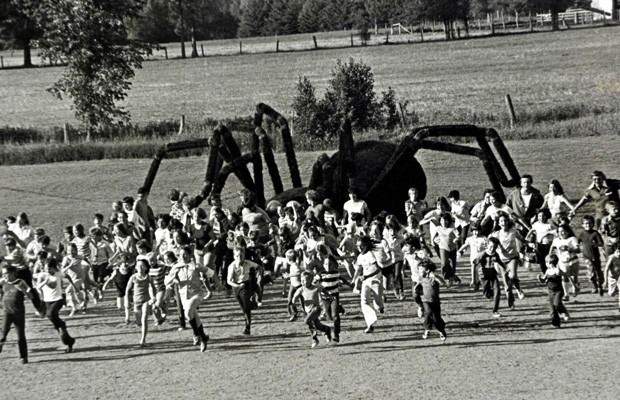 Cenas do filme The Giant Spider Invasion (Foto: Divulgação)