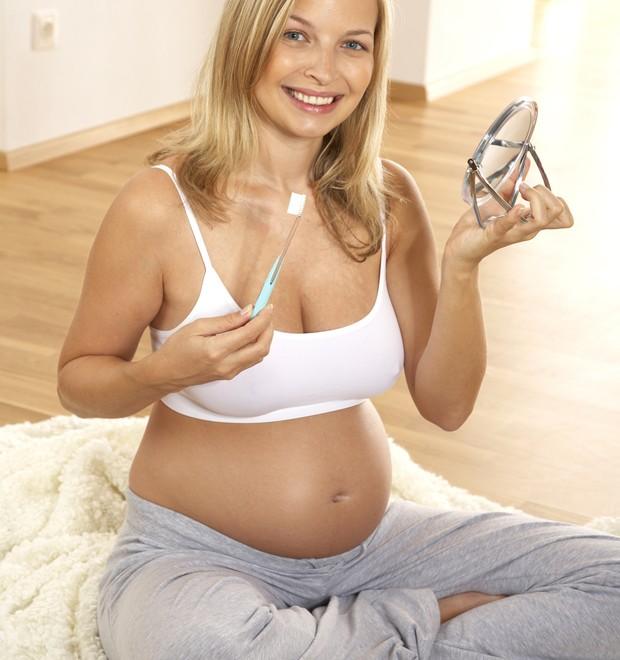 Cuidados com os dentes na gravidez: eles são importantes para você e para o bebê (Foto: Thinkstock)