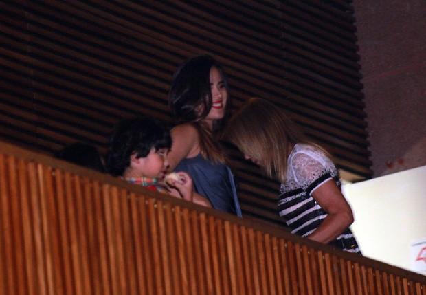 Zilu e Wanessa assistem a show de Zezé di Camargo e Luciano (Foto: Celso Tavares / EGO)